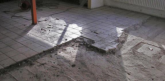 Vloer Slaapkamer Vloerverwarming : Plavuizen vloer verwijderen met ...